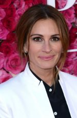 JULIA ROBERTS Arrives at 'Mother's Day' Premiere in Los Angeles 04/13/2016