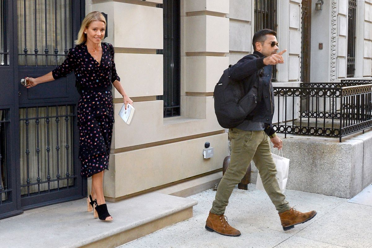 Kelly Ripa Leaves Her Home In New York 04 21 2017