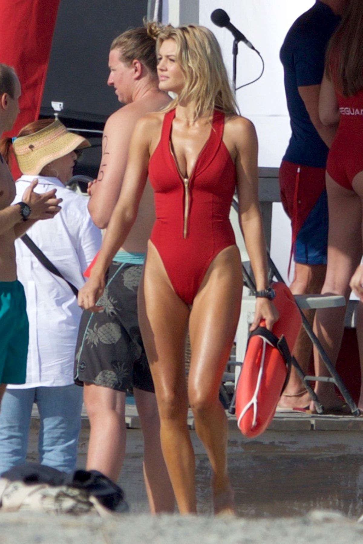 Kelly Rohrbach On The Set Of Baywatch In Georgia 04 18 border=