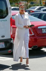 KHLOE KARDASHIAN Out and About in Calabasas 04/18/2016
