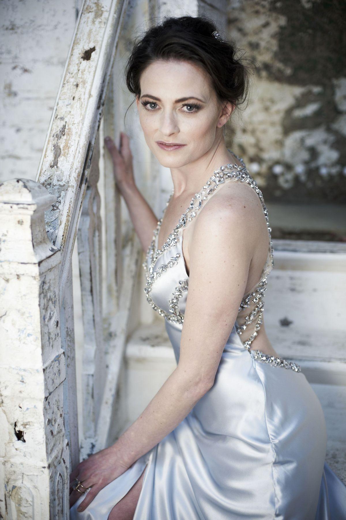 Lara pulver wedding