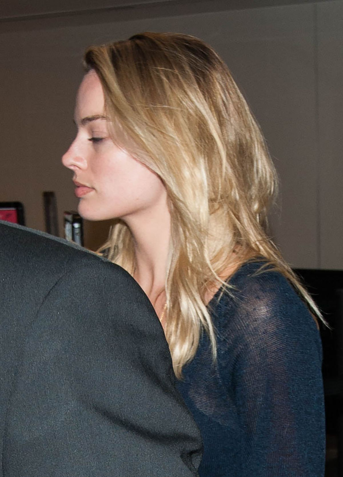 Margot robbie at lax airport in los angeles nudes (13 pics)