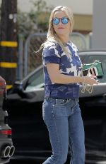 REESE WITHERSPOON Out and About in Santa Monica 04/12/2016