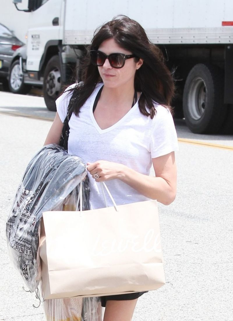 SELMA BLAIR Shoping at Madewell in Beverly Hills 04/26/2016