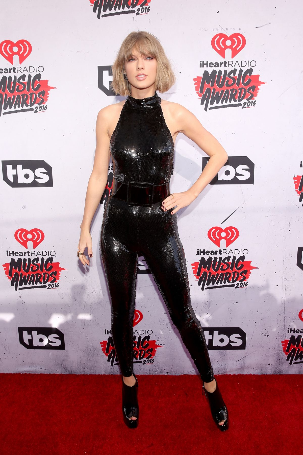 taylor-swift-at-iheartradio-music-awards