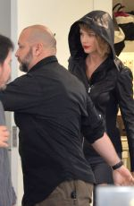 TAYLOR SWIFT Shopping at Saint Laurent Store in Beverly Hills 04/07/2016