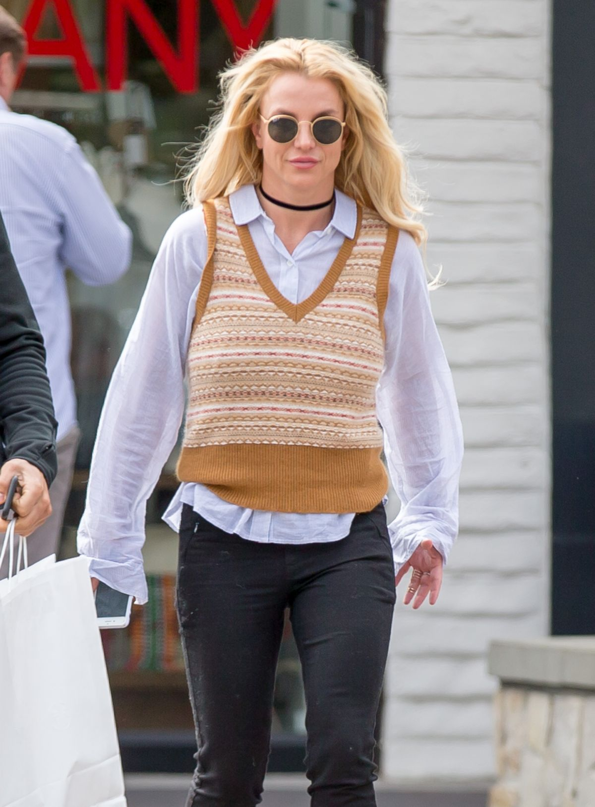 BRITNEY SPEARS Out Shopping in Los Angeles 05/25/2016