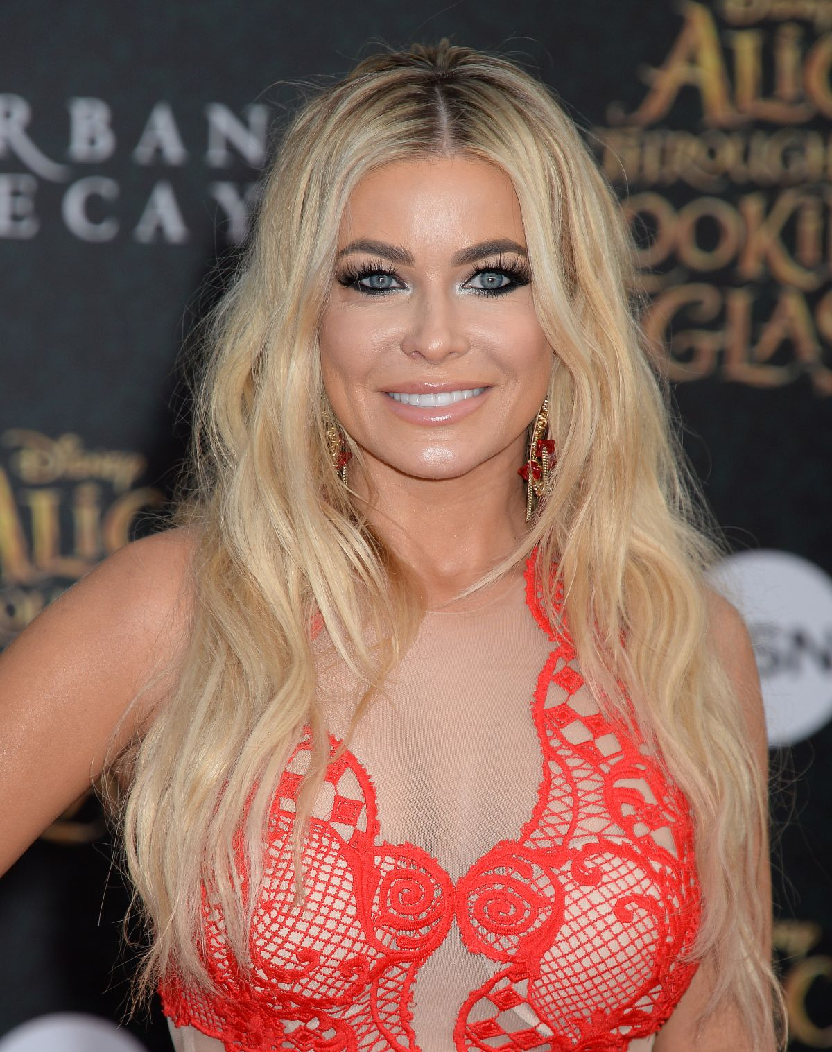 CARMEN ELECTRA at Alice Through the Looking Glass Premiere in ...