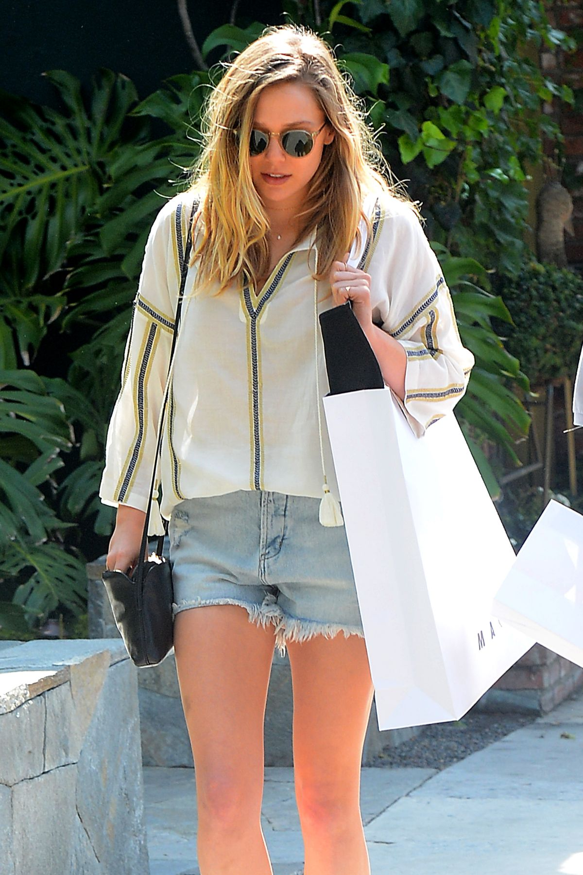 EKUZABETH OLSEN Out Shopping in West Hollywood 05/13/2016