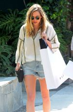 EKUZABETH OLSEN Out Shopping in West Hollywood 05/13/2016