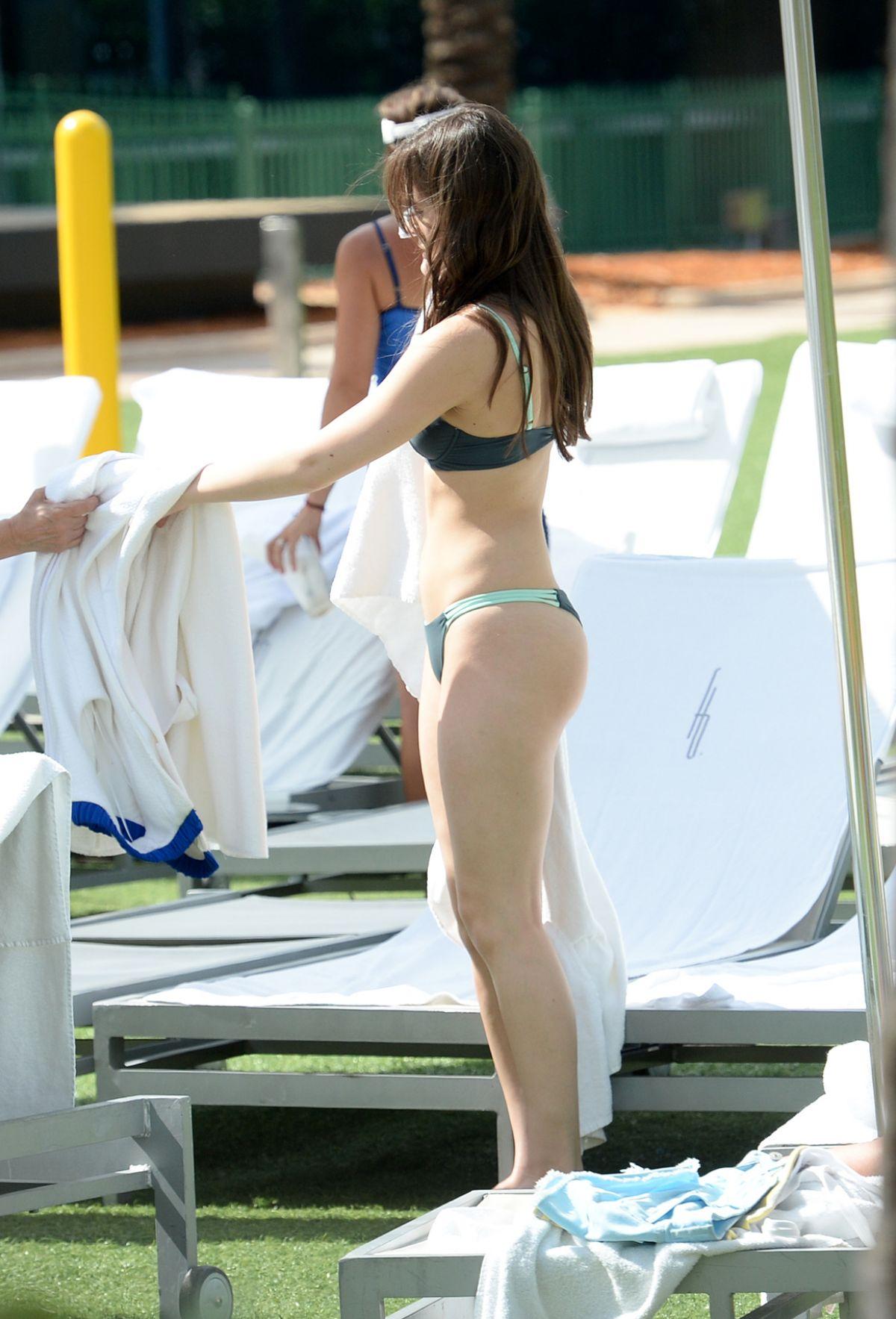 hailee steinfeld bikini