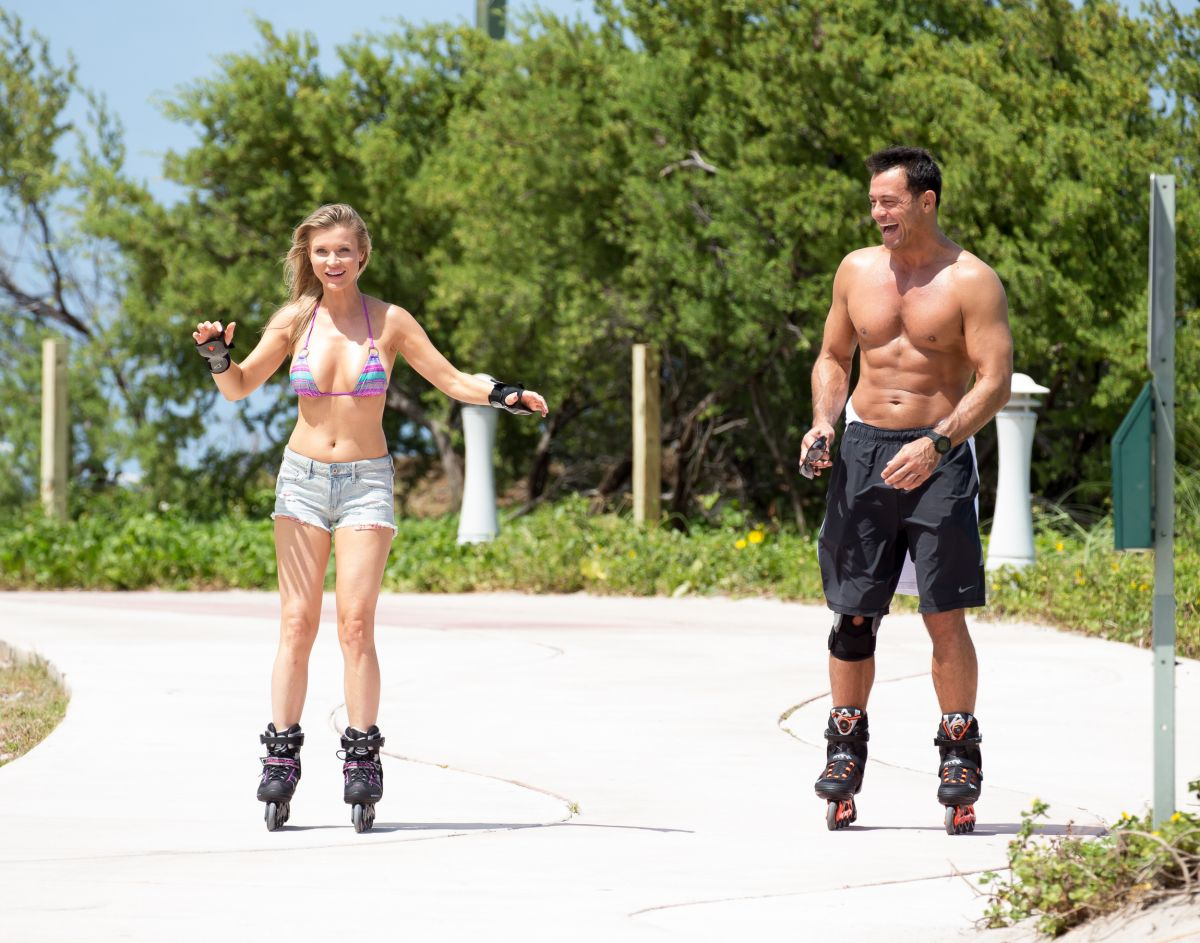 Joanna Krupa Out Rollerblading In Miami 05 02 2016