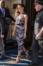 KATE BECKINSALE Leaves