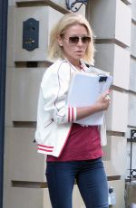 KELLY RIPA Leaves Her Apartment in New York 05/12/2016