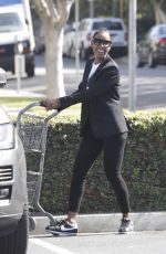 KELLY ROWLAND Shopping at Bristol Farms in Beverly Hills 05/01/2016