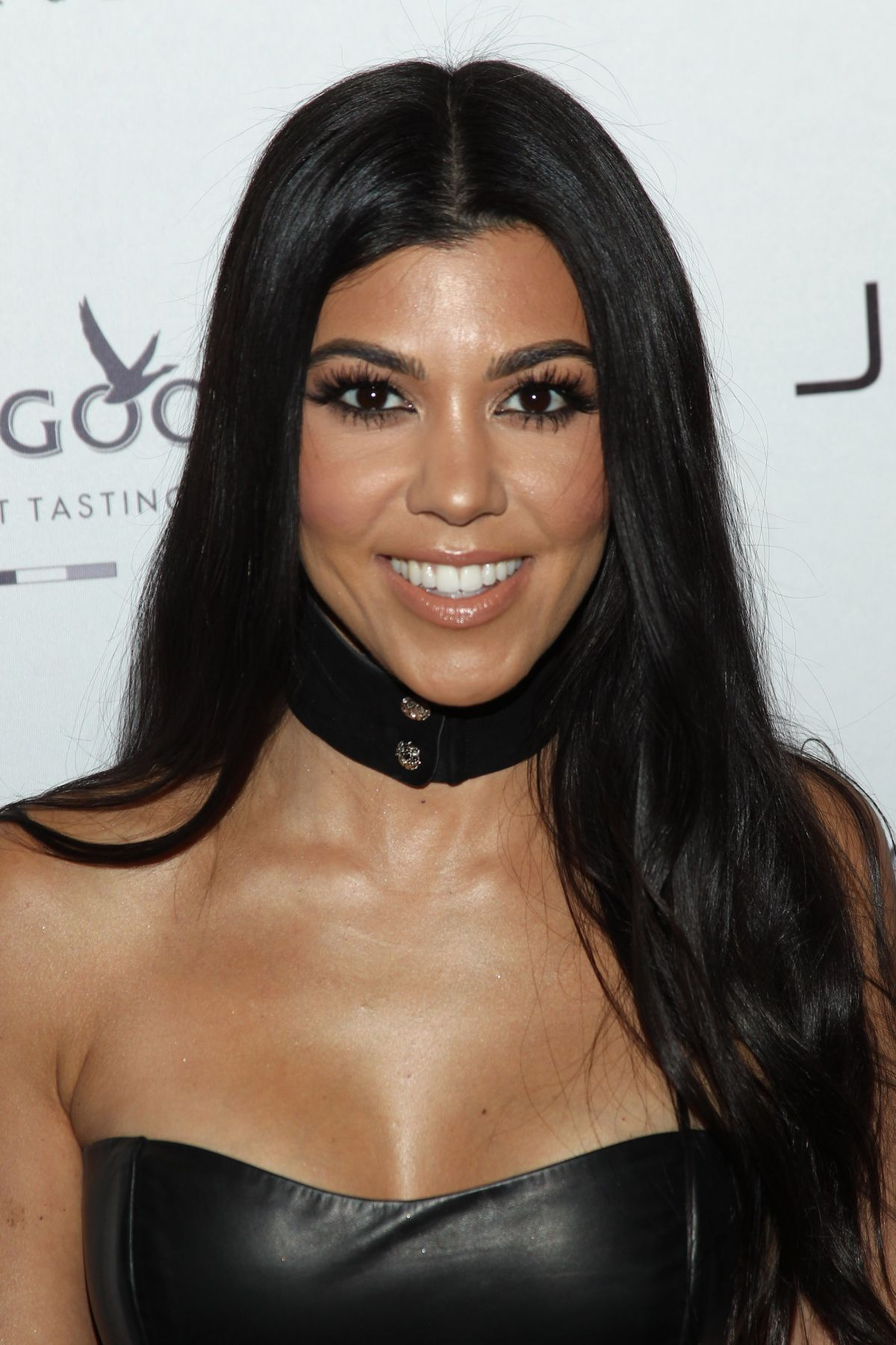 Kourtney Kardashian And Kylie Makeup: KOURTNEY KARDASHIAN At Jewel Nightclub Grand Opening In