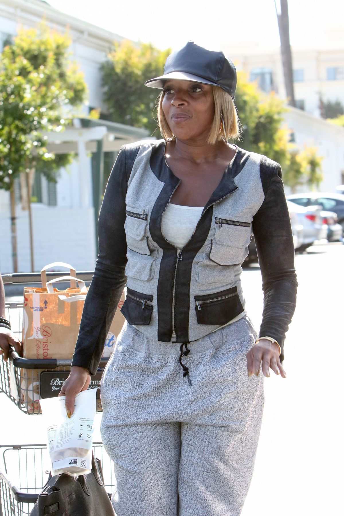 MARY J. BLIGE Out Shopping in Beverly Hills 05/01/2016