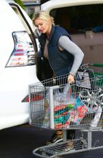 NATASHA HENSTRIDGE Shopping at Ralphs in Los Angeles 05/16/2016