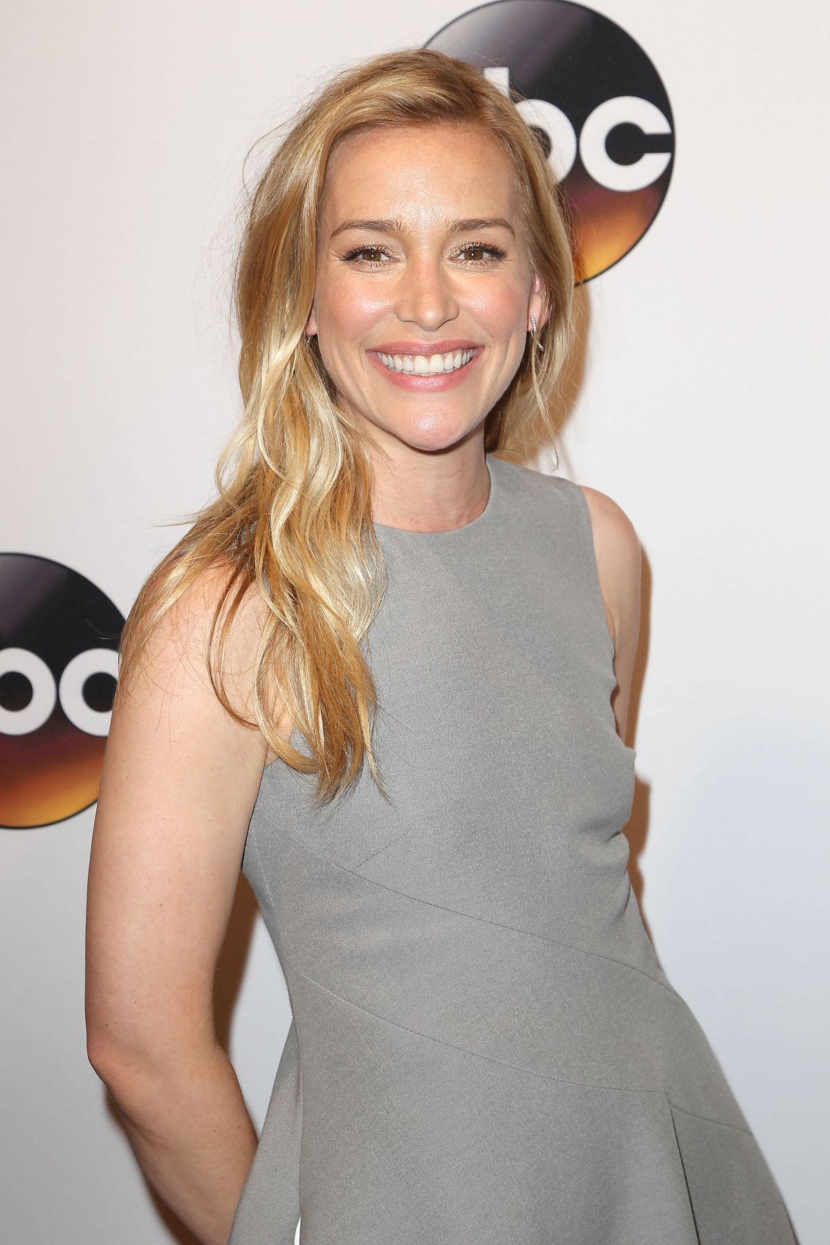 piper perabo nationality