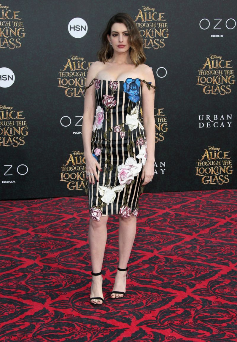 Pregnant Anne Hathaway At Alice Through The Looking Glass -1348