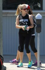 RESSE WITHERSPOON Heding to a Gym in Brentwood 05/22/2016