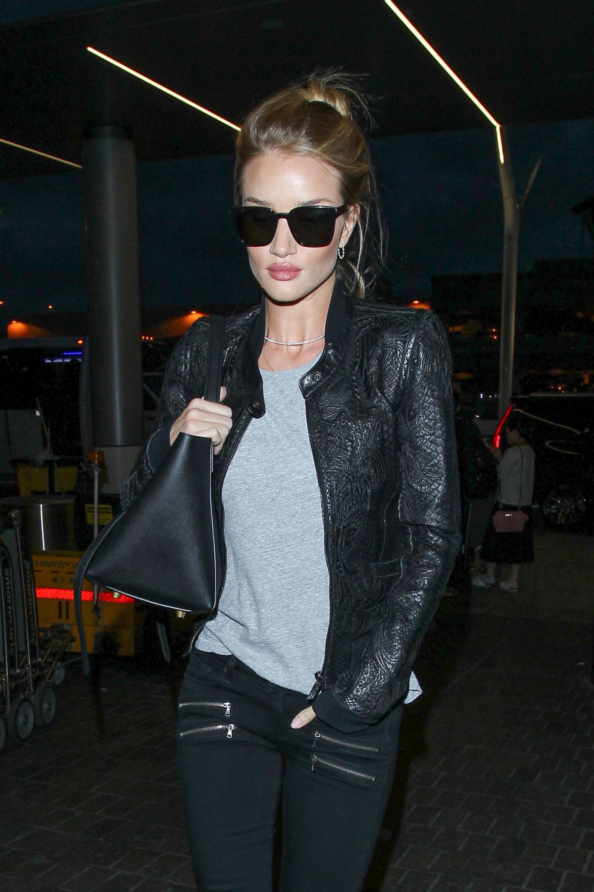 ROSIE HUNTINGTON-WHITELEY Arrives at LAX Airport in Los Angeles 05/08/2016