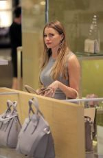 SOFIA VERGARA Shopping at Neiman Marcus in Beverly Hills 05/03/2016