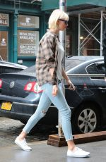 TAYLOR SWIFT Arrives at Her Apartment in New York 05/01/2016