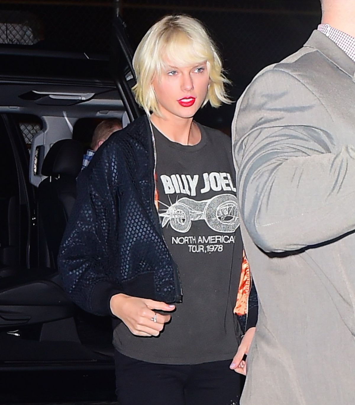 TAYLOR SWIFT Night Out in New York 04/30/2016