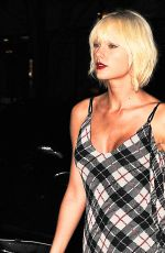 TAYLOR SWIFT Night Out in New York 05/01/2016