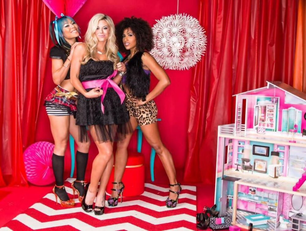 WWE - Taryn Terrell, Jade and Marti Bell