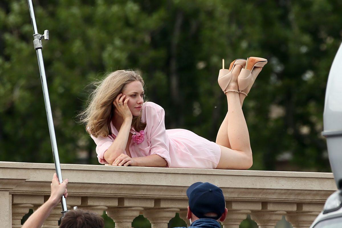 Amanda Seyfried oops AMANDA SEYFRIED on the Set of a Photoshoot in Paris 06/22/2016