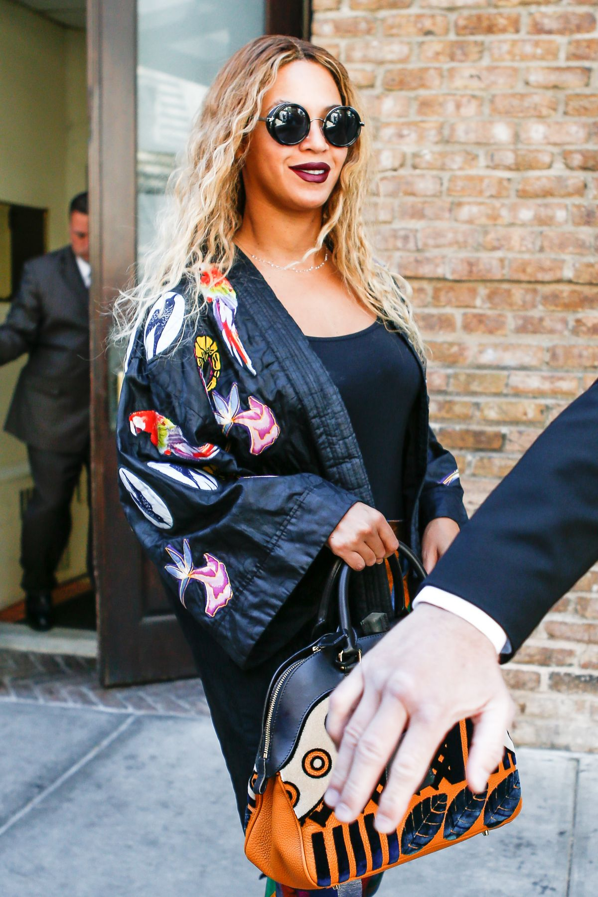 BEYONCE KNOWLES Leaves Her Hotel in New York 06/14/2016 - HawtCelebs ...