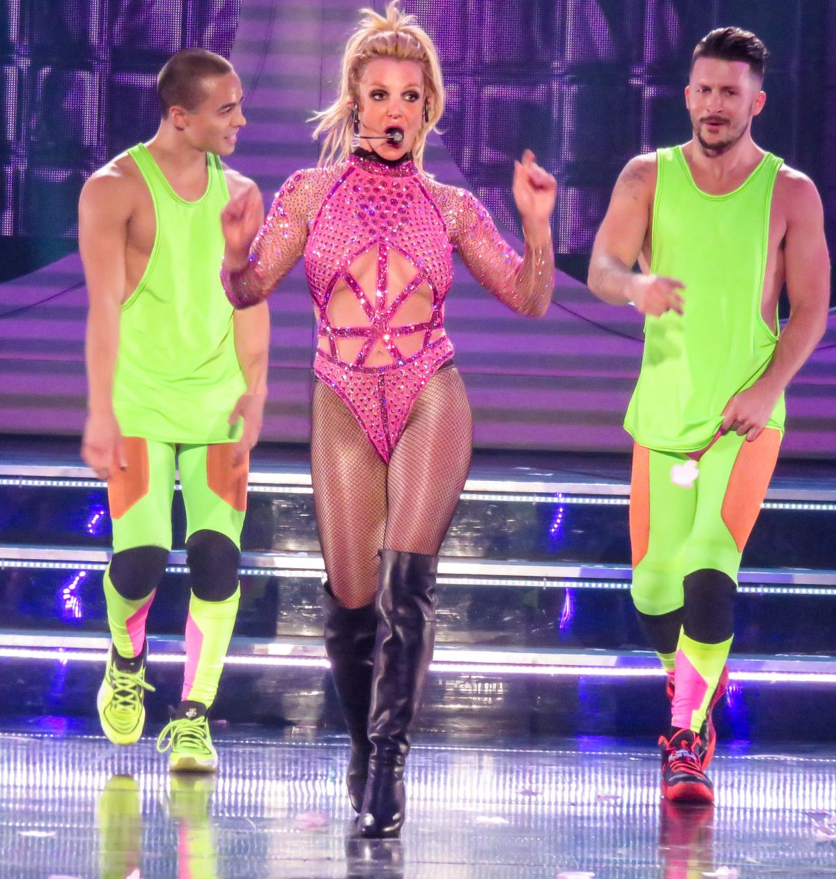 Britney spears at piece of me show at planet hollywood for Pool show las vegas 2016