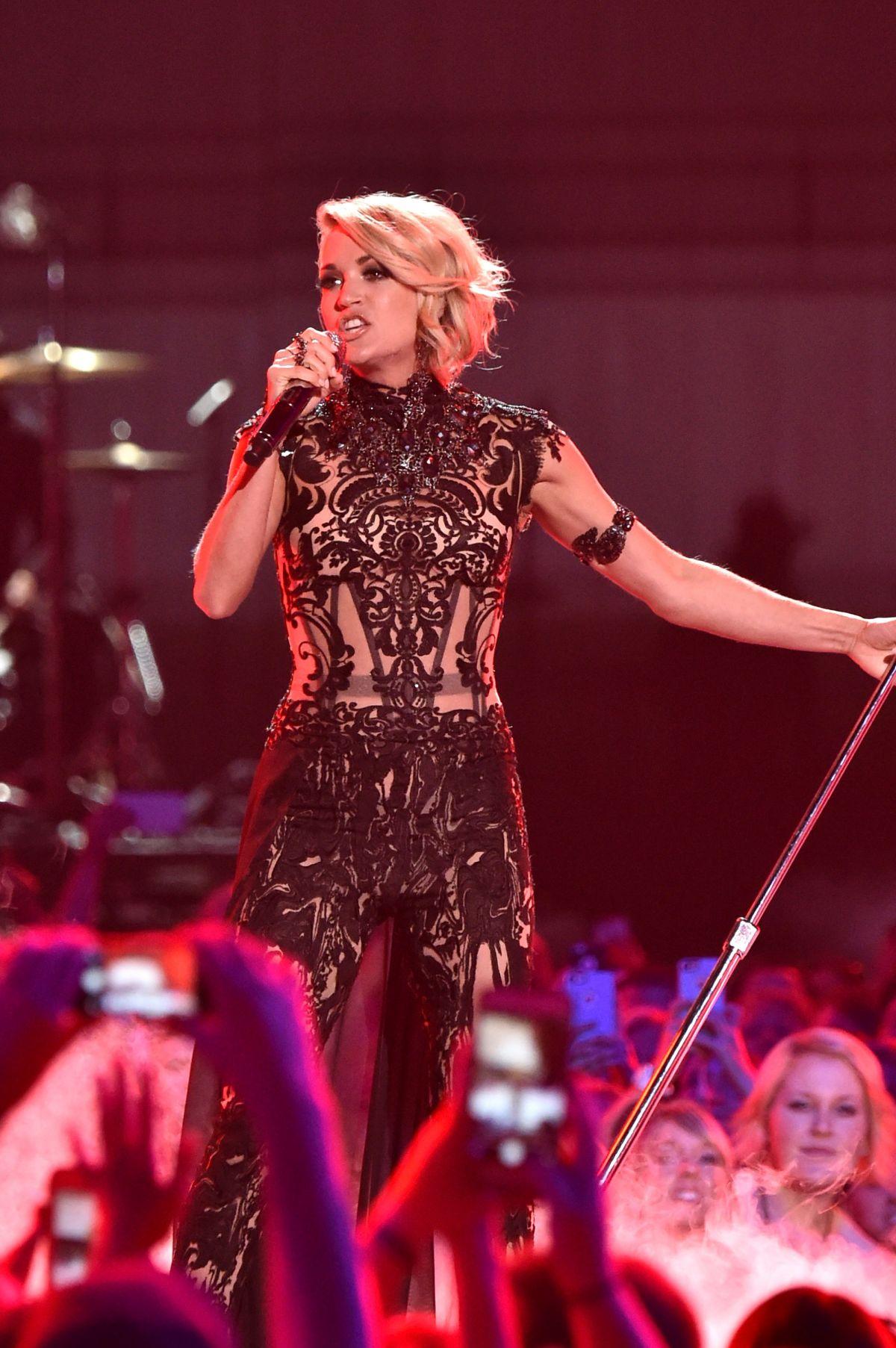 Carrie Underwood Performs 2016 Cmt Music Awards Nashville 06082016