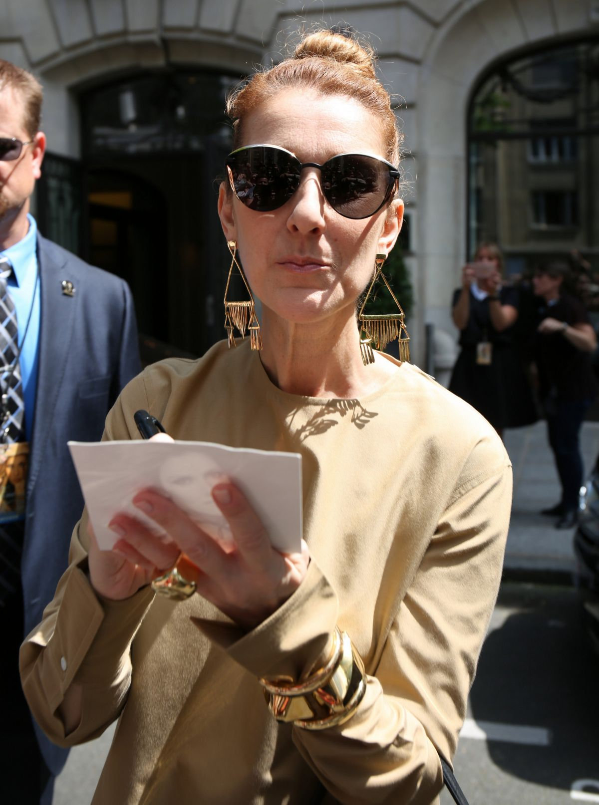 celine dion sunglasses 89hv  CELINE DION Outside Her Hotel in Paris 06/24/2016
