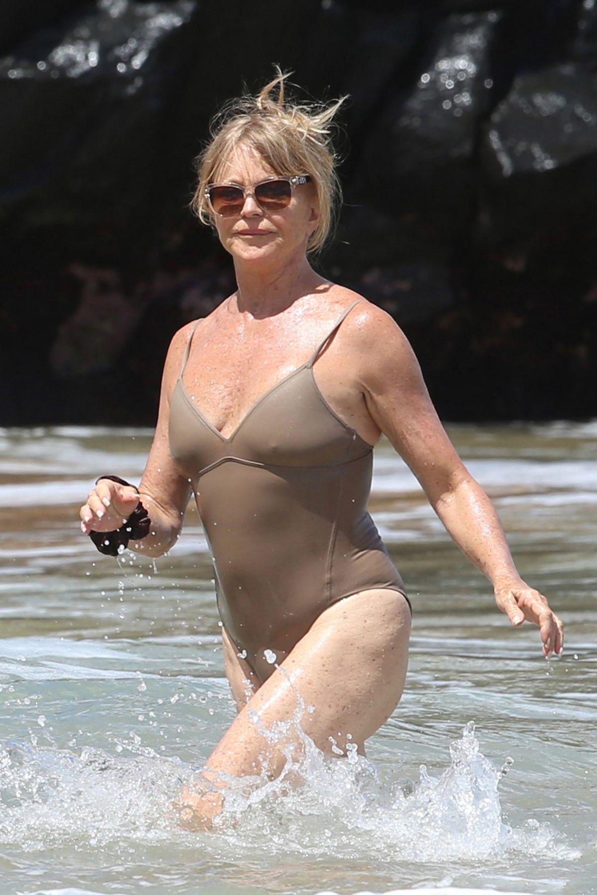 Goldie Hawn In Bikini At A Beach In Maui 06 16 2016