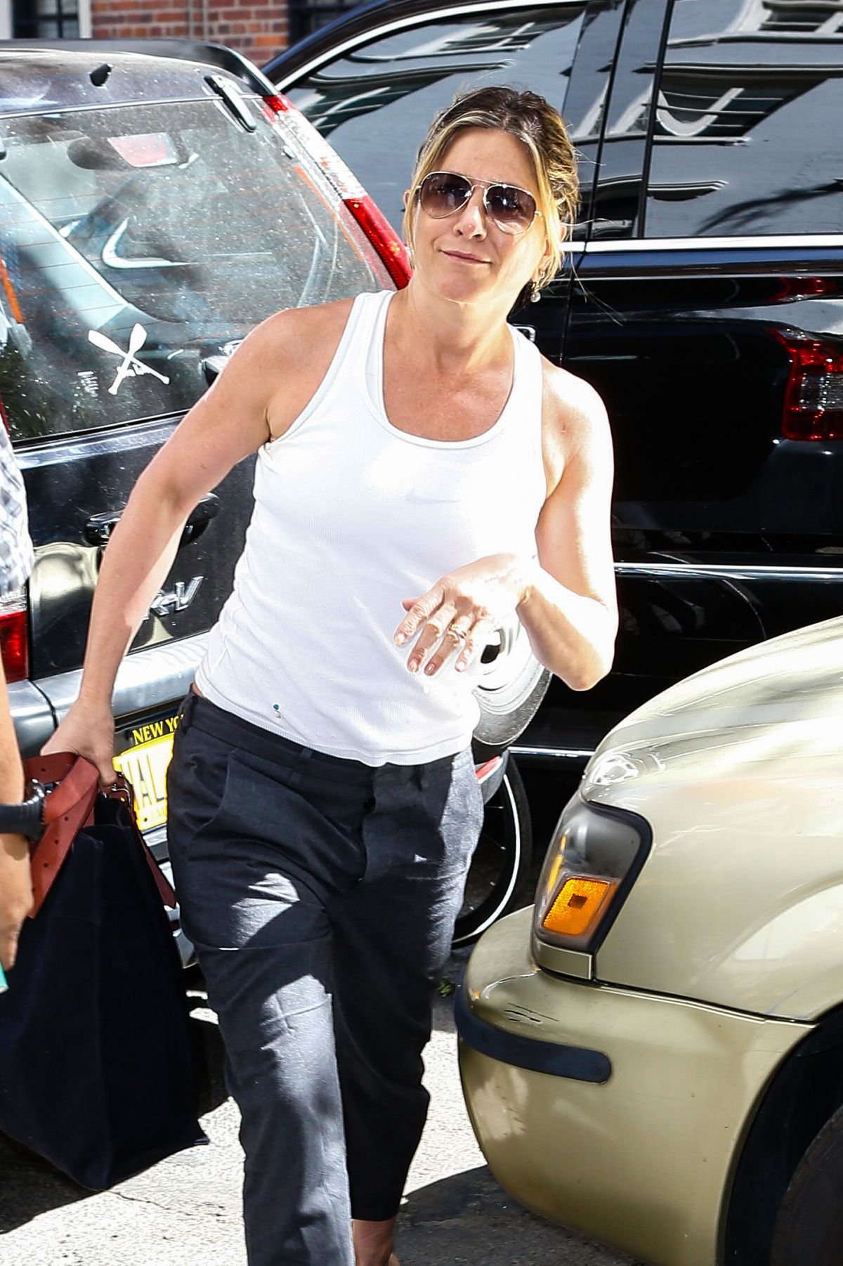 JENNIFER ANISTON Arrives at Her Home in New York 06/15/2016