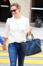 JENNIFER GARNER Out and About in Santa Monica 06/09/2016