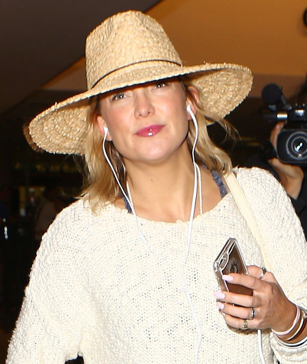 KATE HUDSON at LAX Airport in Los Angeles 05/31/2016 - HawtCelebs ... Kate Hudson