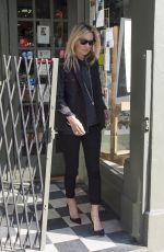KATE MOSS Leaves Manolo Blahnik Store in Chelsea 06/18/2016