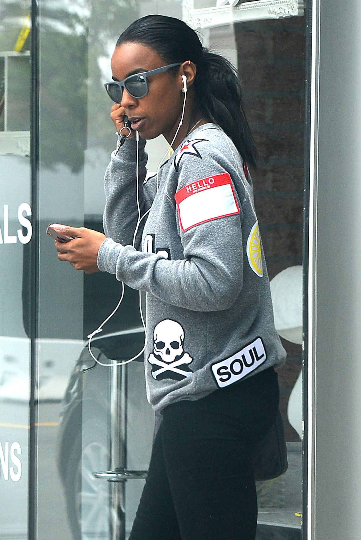 KELLY ROWLAND Leaves a Nail Salon in Beverly Hills 05/31/2016 ...