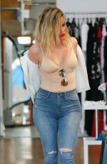 KHLOE KARDASHIAN Shopping in Los Angeles 06/08/2016