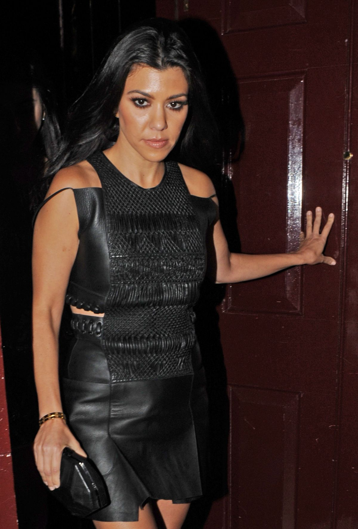 KOURTNEY KARDASHIAN Leaves Ours Restaurant in London 06/08/2016