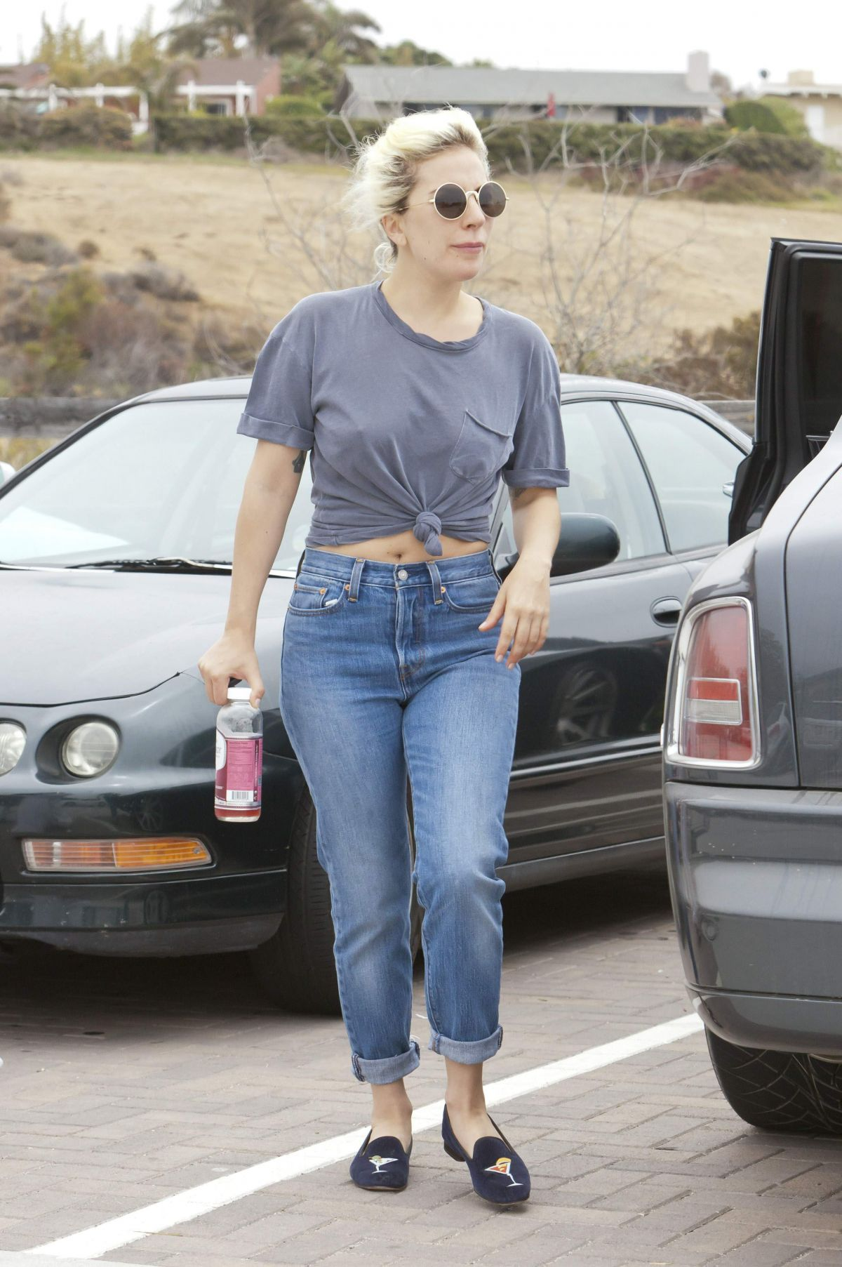 Lady Jean Campbell Is The Next Top British Model: LADY GAGA In Jeans Out In Malibu 06/05/2016