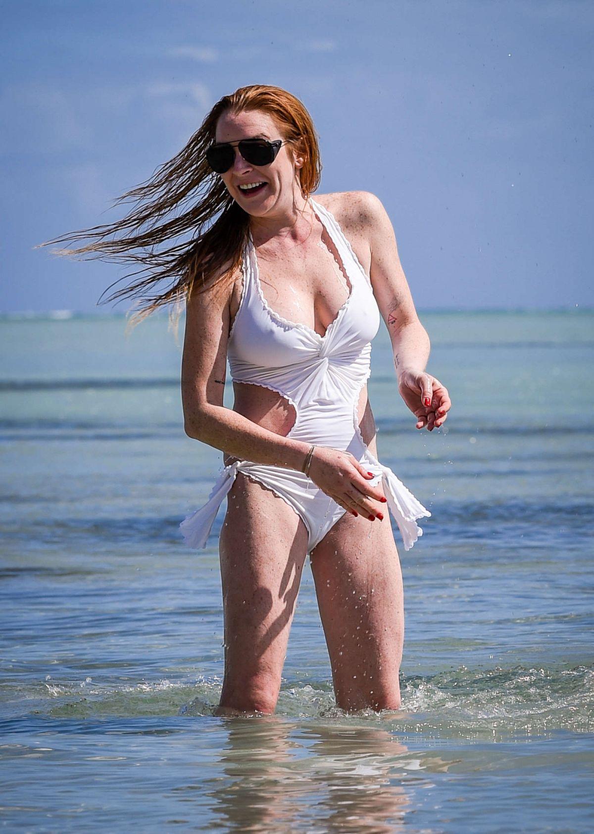 saskia howard clark topless