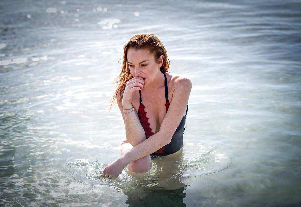 Lindsay lohan shares photo of her mom, dina, in bikini top