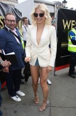 PIXIE LOTT at Breakfast at Tiffany