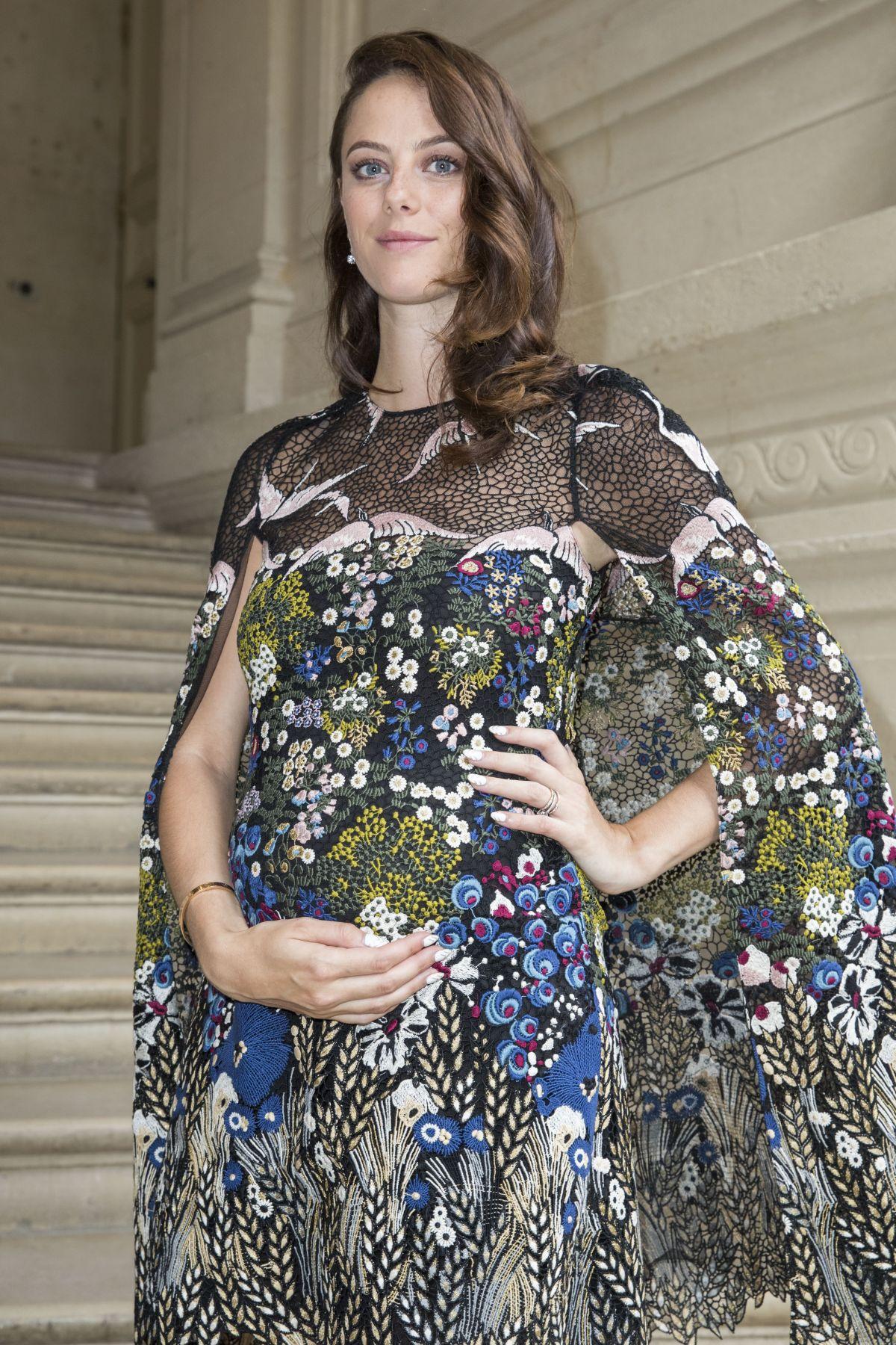 Pregnant Kaya Scodelario At Valentino Menswear Spring