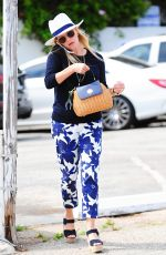 REESE WITHERSPOON Out and About in Los Angeles 06/10/2016